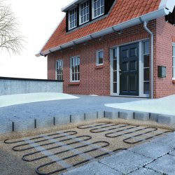 Mi-Heat outdoor heatind mat application example in front of the house as driveway heating not for asphalt